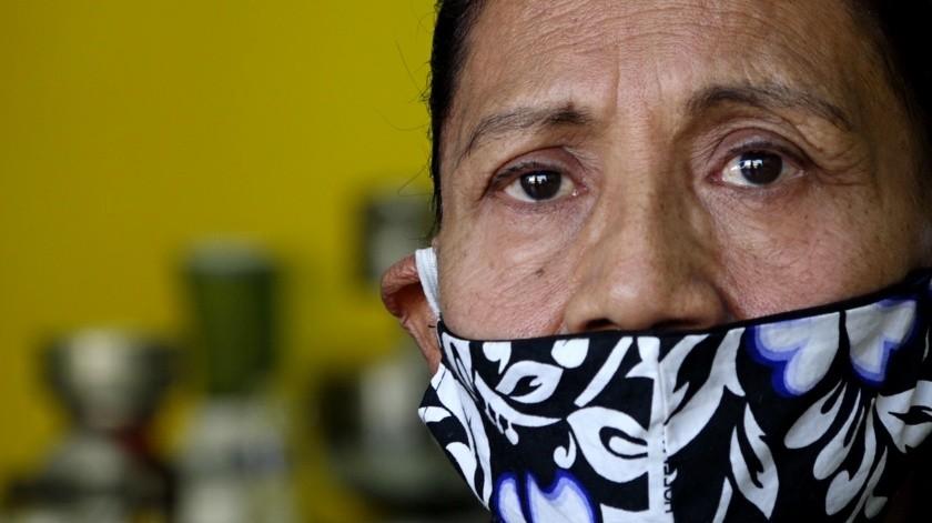 En su negocio 'La Antigüita' ofrece 'La Hora del Migrante' desde hace siete años.(Roberto Delgado)