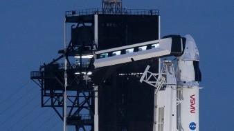 La cápsula, bautizada como Resilience para esta misión y que deberá llegar a la EEI poco antes de la medianoche del lunes, es la primera misión tripulada.