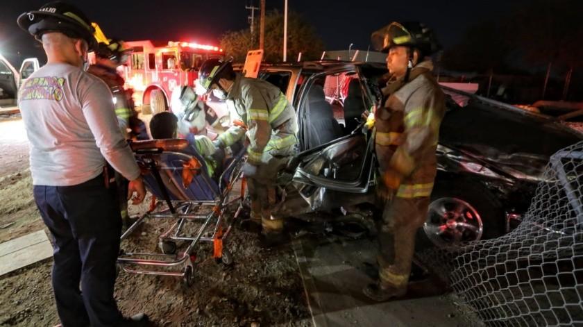 Choque deja dos policías heridos, una niña y varias personas más