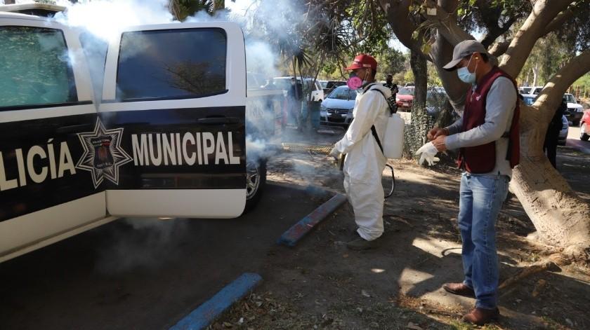 En total se sanitizaron 100 patrullas y 100 motocicletas, que forman parte de la flotilla de vehículos de la corporación.(Sergio Ortiz)