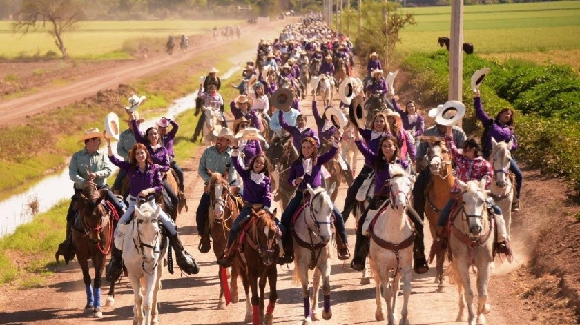 Cabalgata con Aroma de mujer 2020 realizada en los campos de riego de Cajeme donde participaron alrededor de mil 500 jinetes.(ESPECIAL)