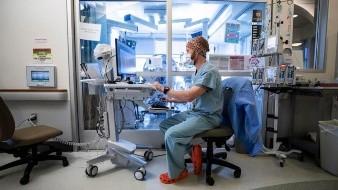 Betial Asmerom, estudiante de medicina de cuarto año en la Universidad de California-San Diego (UCSD), nunca había demostrado interés en ser doctora