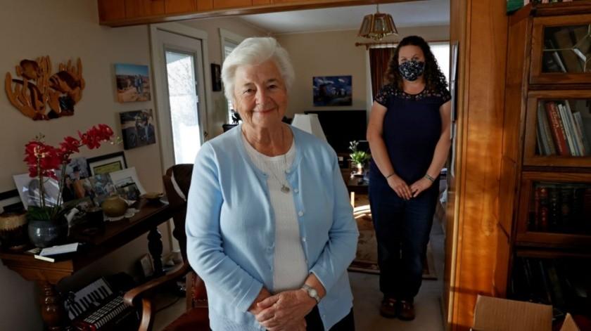Marjan Martin Curtis y Amy Baird en la casa de Curtis en Spanish Fork, Utah.(AP)