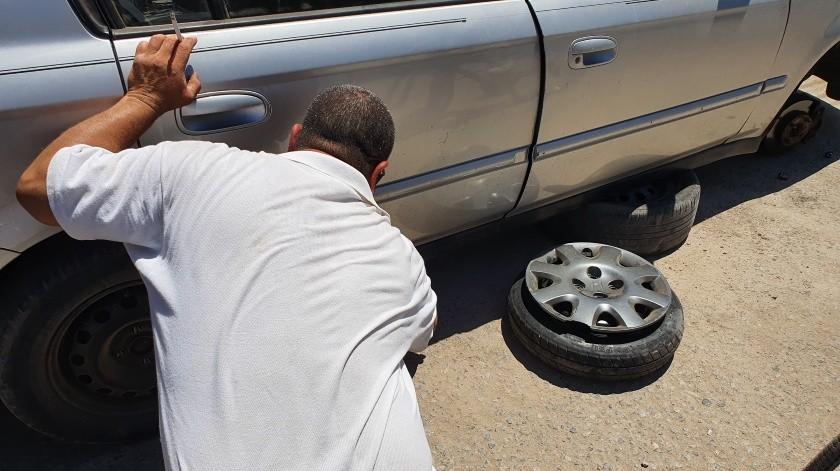 Obligan al conductor a orillarse para revisar su vehículo, lo que ayuda a que sea víctima de un asalto.(ELIMPARCIAL/Archivo)