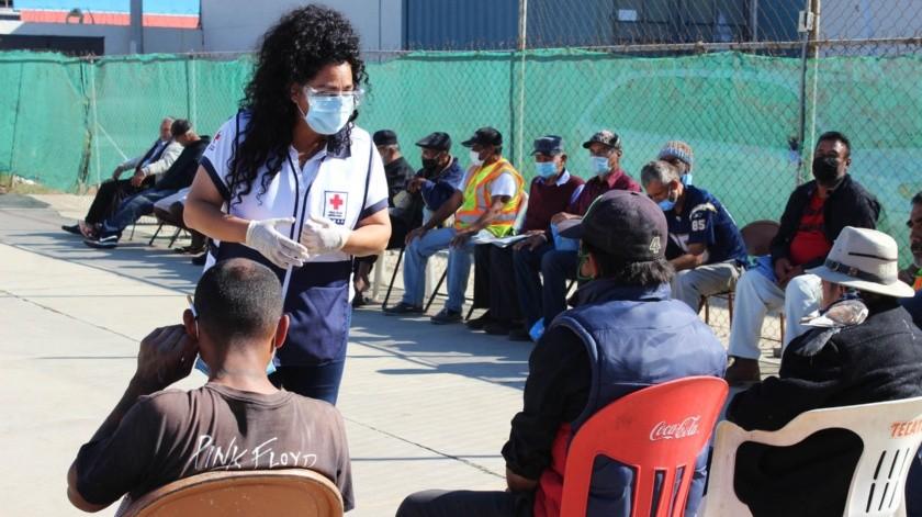 Ayuda Cruz Roja a personas en situación de calle de Ensenada(Cortesía)