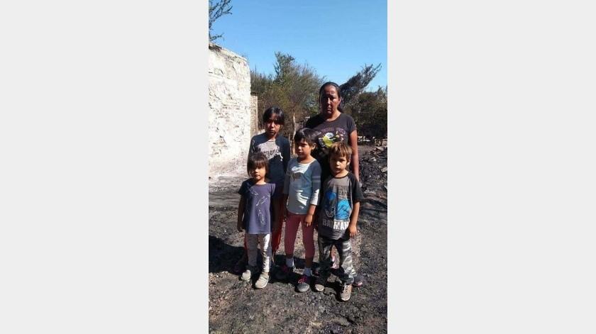La familia Dávalos perdió todo en un incendio y buscan ayuda para volver a empezar.(Mayra Echeverría)