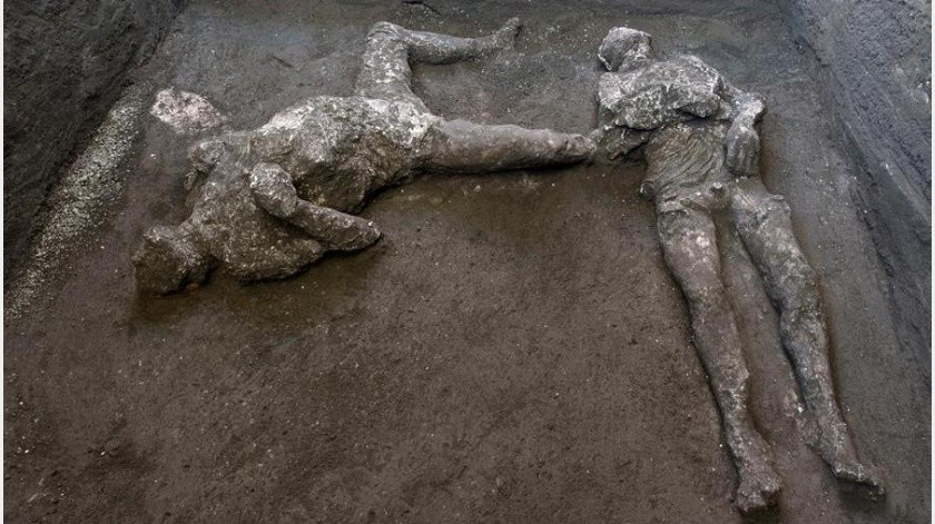 Los arqueólogos encontraron en 2017 los restos de tres caballos en los establos, con sus sillas de montar y los arneses(EFE)