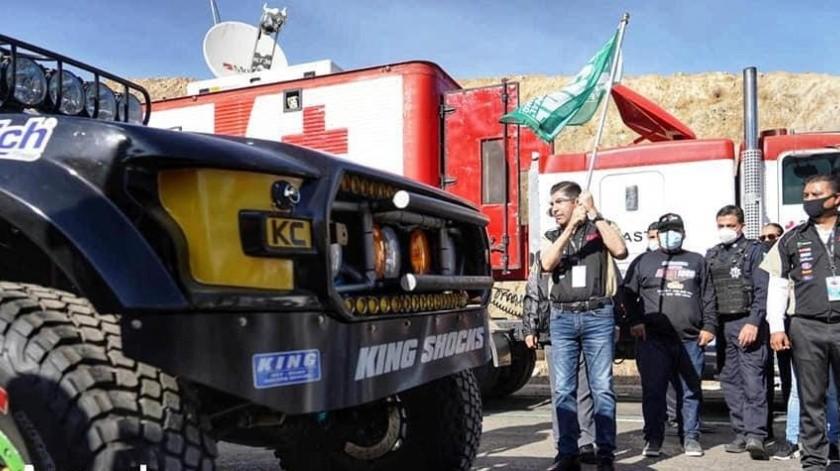 Da Armando Ayala banderazo a salida de la edición 53 de Baja 1000(Cortesía)