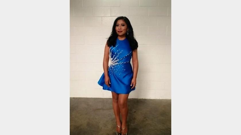 La joven lució un coqueto vestido corto color azul eléctrico, con detalles de perlas.(cortesia)