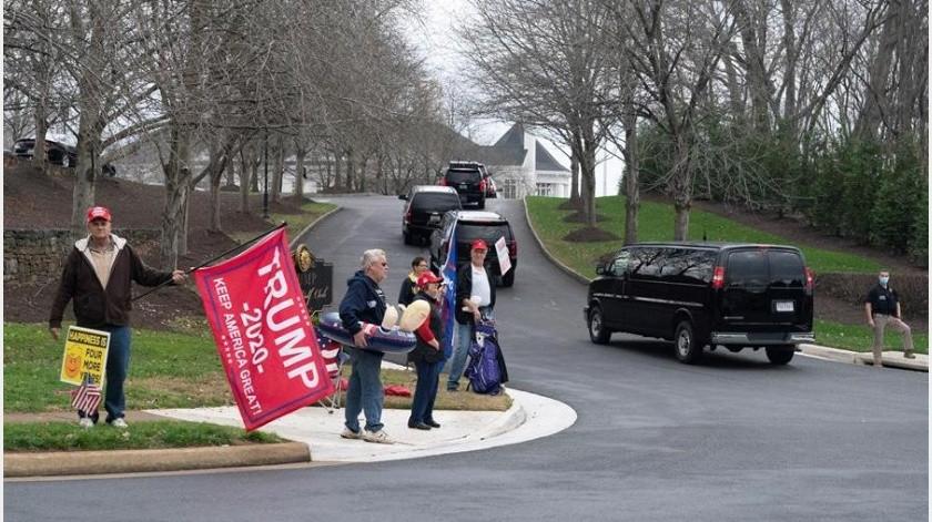 Menos de dos horas después de su intervención, el mandatario se dirigió a su club privado de golf en Virginia, a las afueras de Washington(EFE)