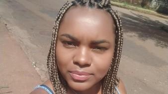 Karina Carla, la joven que enfrentó el problema laboral por traer ese peinado asociado, según el proceso legal, a su origen étnico.