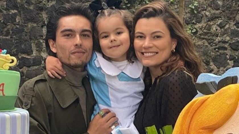 Al gran festejo acudió su joven y bella abuela Bárbara Mori, a quien se le ve radiante y feliz con su nieta.(Instagram/nataliasubtil)