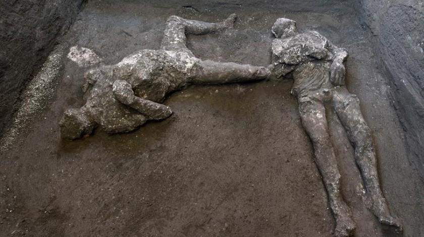 Los restos fueron hallados durante excavaciones en una villa ubicada en las afueras de la antigua ciudad destruida hace casi 2.000 añospor la erupción del monte Vesubio.(EFE)