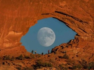 """""""El ojo de la Luna"""", una fotografía que recorre el mundo"""