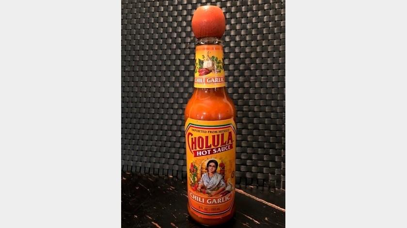 Un frasco de la salsa picante Cholula.(AP)