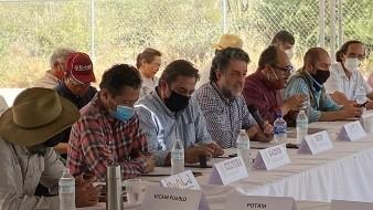 Durante la reunión, realizada en las instalaciones del Centro de Capacitación Comunitaria Lázaro Cárdenas, ubicado dentro del territorio Yaqui, en Sonora, se presentaron los avances realizados en las diferentes mesas