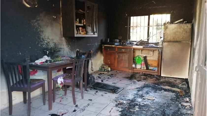 Como todas las mañanas el celular despertó a una familia residente de la colonia Sonora pero en esta ocasión no fue con la alarma del dispositivo si no con un incendio.(Especial)