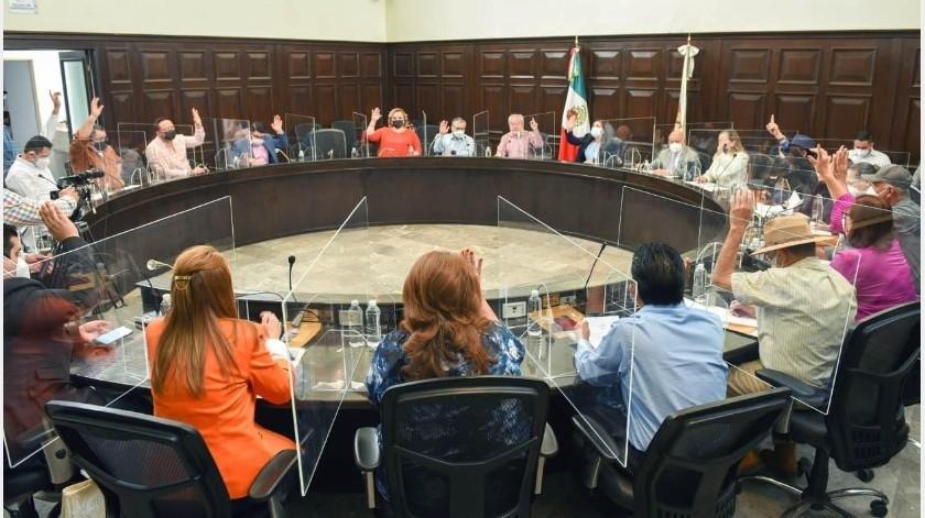 Fue la regidora de la comisión Hacienda y Crédito Público, Mirna Rea Sánchez quien expuso el punto para ser sometido a votación.(Especial)