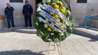 Colocan corona de muertos a la entrada de Palacio Municipal de Ciudad Obregón