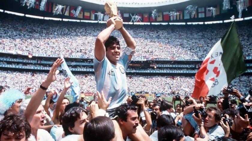 López Obrador reconoció que por Maradona le encontró gracia al fútbol(Especial)