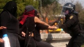 La marcha feministas causó destrozos y lesiones en civiles y policías