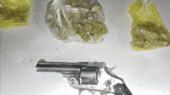 Cae con arma y droga en SLRC