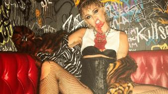 Miley Cyrus tiene actualmente 28 años de edad.