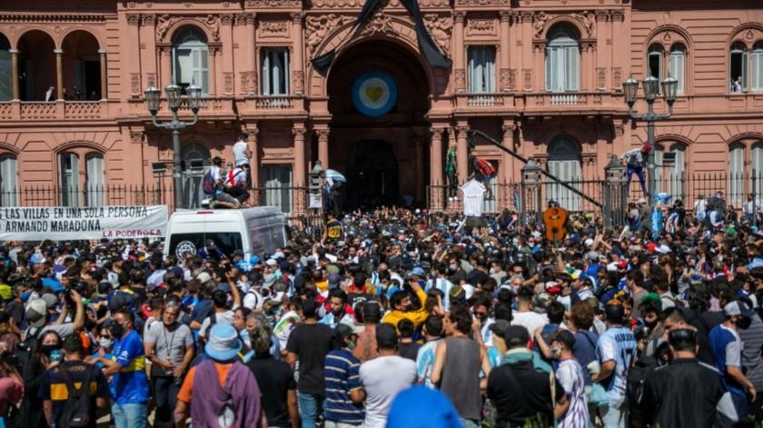 Imágenes del Diego inundaron el centro de Buenos Aires.