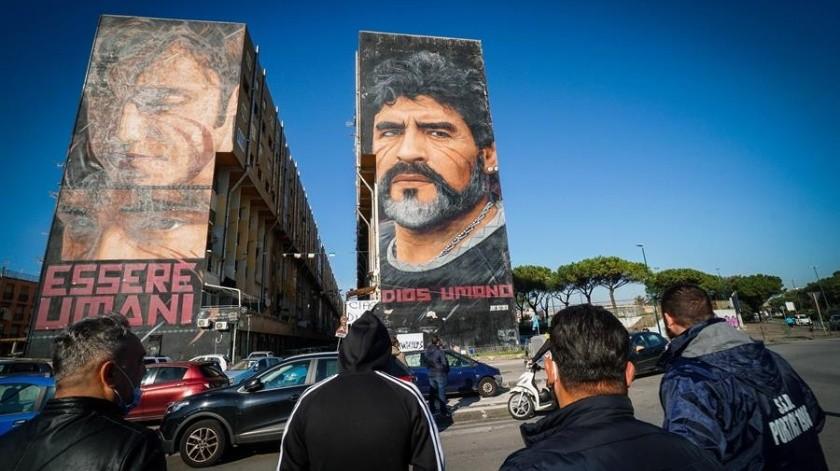 El velorio y funeral de Diego Armando Maradona fue una elocuente muestra de su figura: emoción, celebración y polémica. Crónica desde el centro de Buenos Aires en un día de cielo azul y quilombo.(EFE)