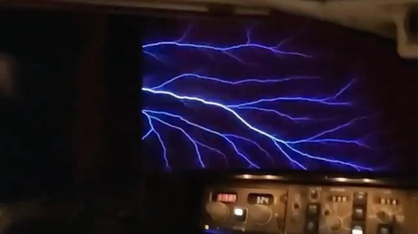 Graban fenómeno natural en pleno vuelo(Tomado de la red)