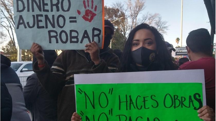 Reciben al Presidente con diversas peticiones ciudadanos de Tecate(Alejandra Pérez)