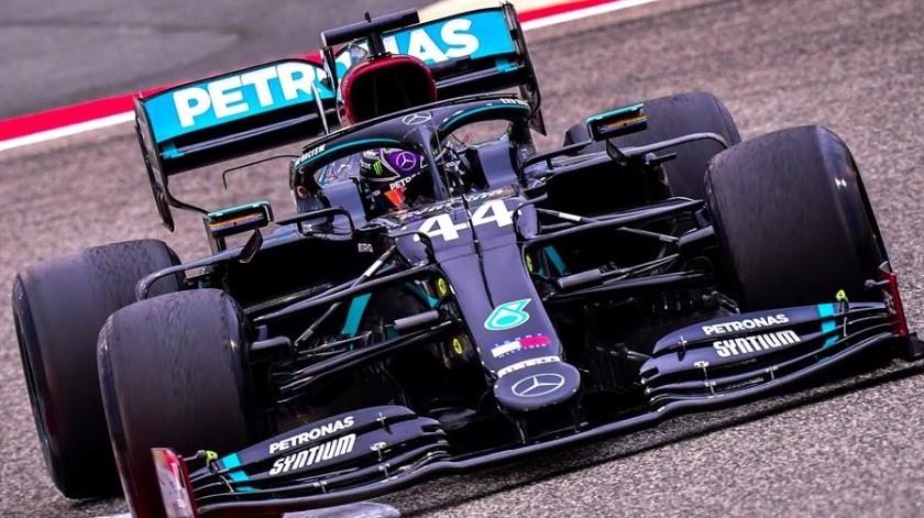 El inglés Lewis Hamilton (Mercedes), que igualó hace dos semanas el récord histórico de siete Mundiales de F1 del alemán Michael Schumacher, repitió mejor tiempo.(EFE)