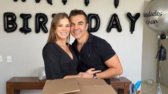 Adrián Uribe presenta a su hija oficialmente