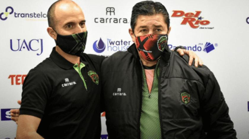 """Presentan oficialmente al """"Flaco"""" Tena como el nuevo entrenador de FC Juárez(Twitter @fcjuarezoficial)"""
