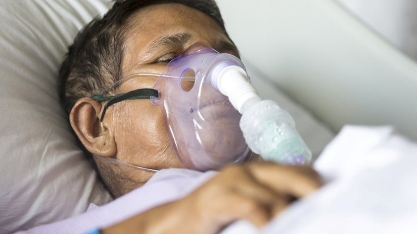 Personas mayores de 65 años tienen la tasa más alta de hospitalización por Covid-19(FB oficial CDC. Imagen de archivo)