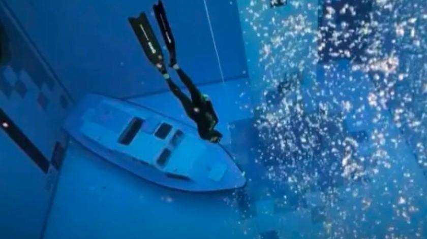 La nueva piscina más profunda del mundo tiene hasta un barco hundido(AFP)