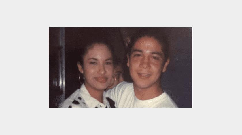 Selena y Chris tuvieron que esconder su amor del padre de la cantante, Abraham Quintanilla.(Tomada de la red)