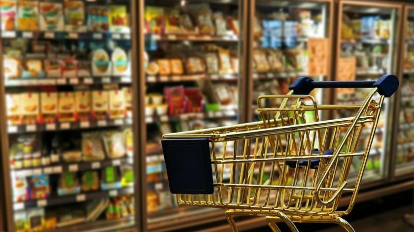 Tanto en centros comerciales como en tiendas de autoservicio las personas hicieron largas filas de hasta dos horas de espera para ingresar, con la idea de que el fin de semana no encontrarían nada abierto.(Pixabay)