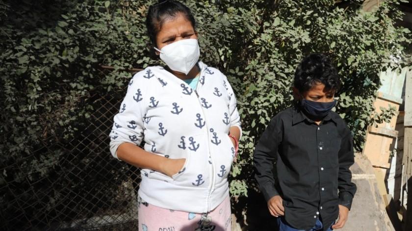 Con la temporada invernal llegan las enfermedades a Carmen y su hijo.(Sergio Ortiz)