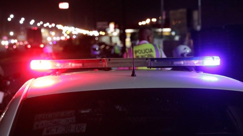 El vehículo impactó a un par de automóviles que estaban estacionados(El Imparcial)