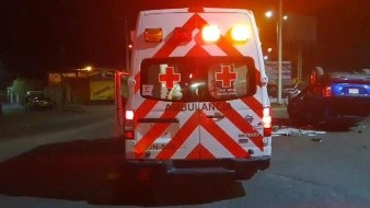 Acaba camioneta toldo abajo en aparatoso accidente en bulevar Lázaro Cárdenas