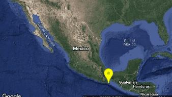 El sismo de ubicó a latitud 15.65, longitud -95.41, y con una profundidad de 53 kilómetros.