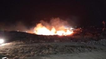 Combaten bomberos incendios de pastizales en Rosarito