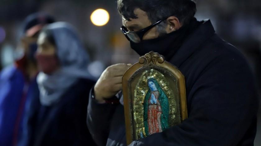 Aunque hubo una serie de limitaciones, los fieles celebraron el aniversario de la aparición de la Virgen de Guadalupe.(Daniel Reséndiz)