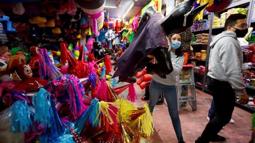 Venta de piñatas en la Ciudad de México.(EFE)