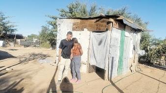 David Albelaiz Castro y Karen Murrieta viven en una casa prestada.