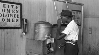 Son miles de pueblos y ciudades en Estados Unidos con un sombrío pasado racista. ¿Cómo es su historia y qué legado han dejado?
