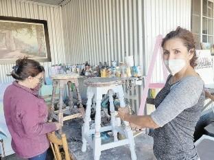 Luz María Arguello Amaya tiene su taller en su hogar, en la colonia Las Lomas.
