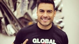 Carlos Rivera muestra su sensualidad en redes sociales