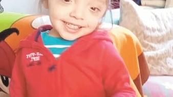 Santiago, de 2 años de edad, es un niño muy alegre y simpático.
